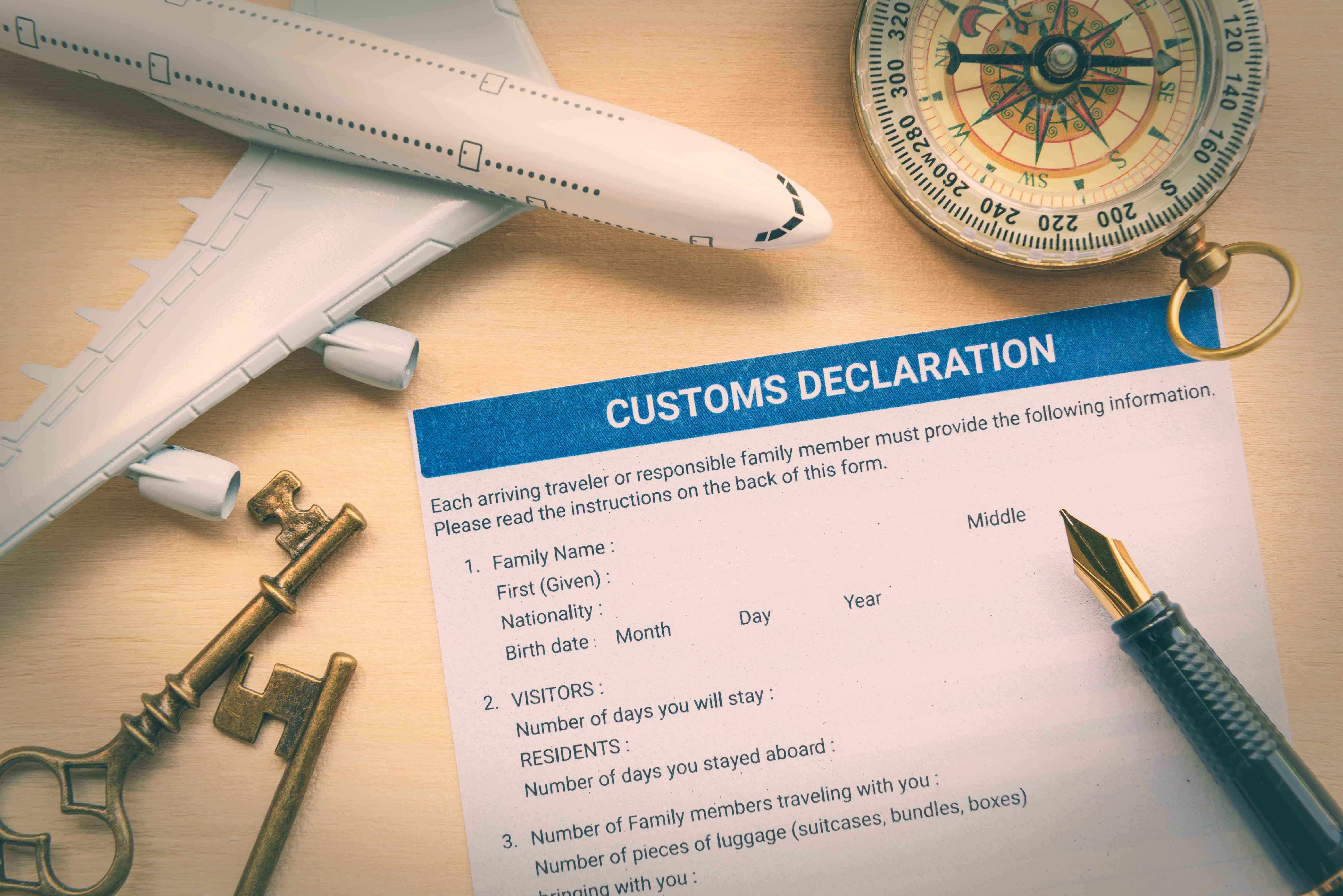 Declaración de mercancías junto a motivos de viaje