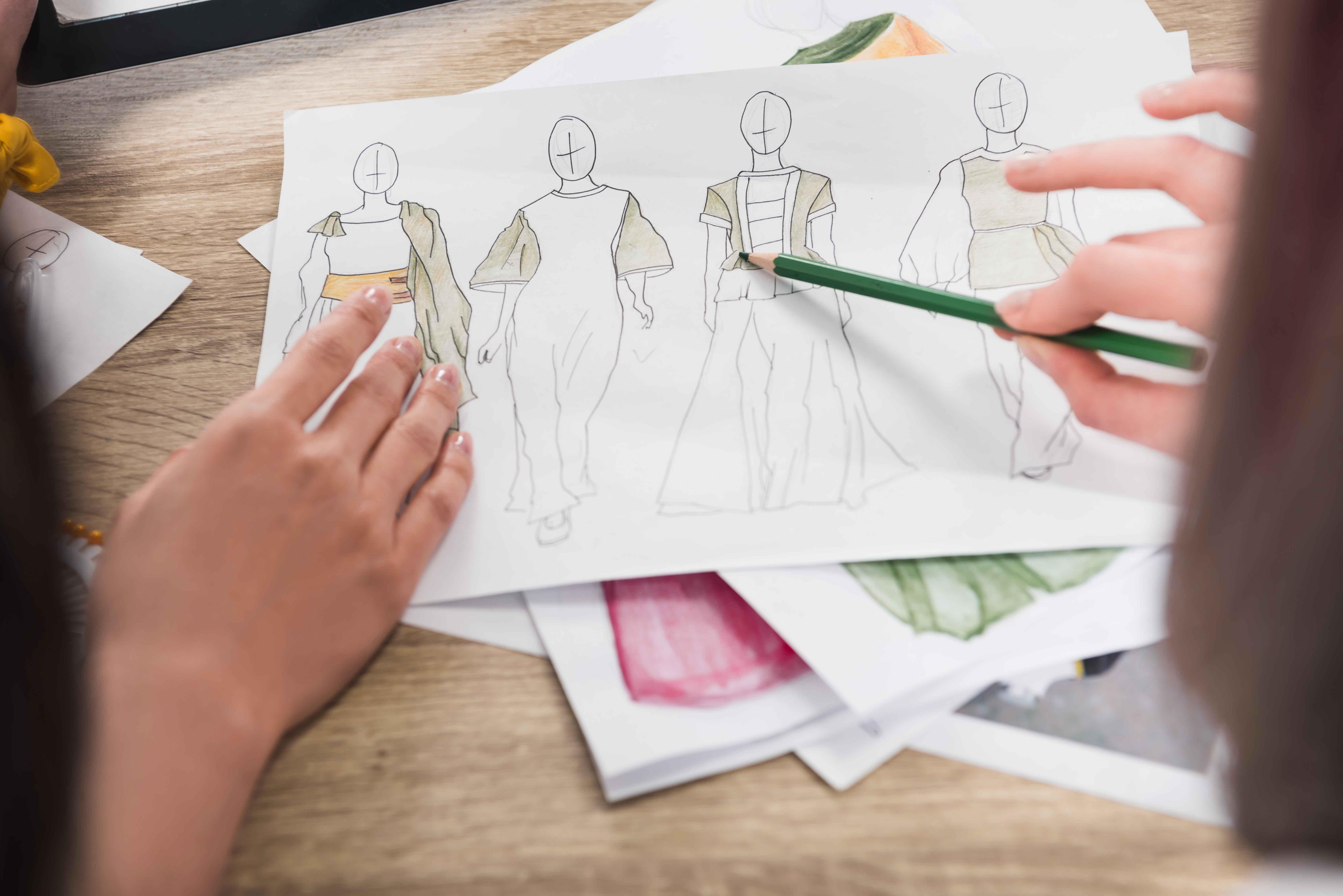 Diseños de ropa en un papel