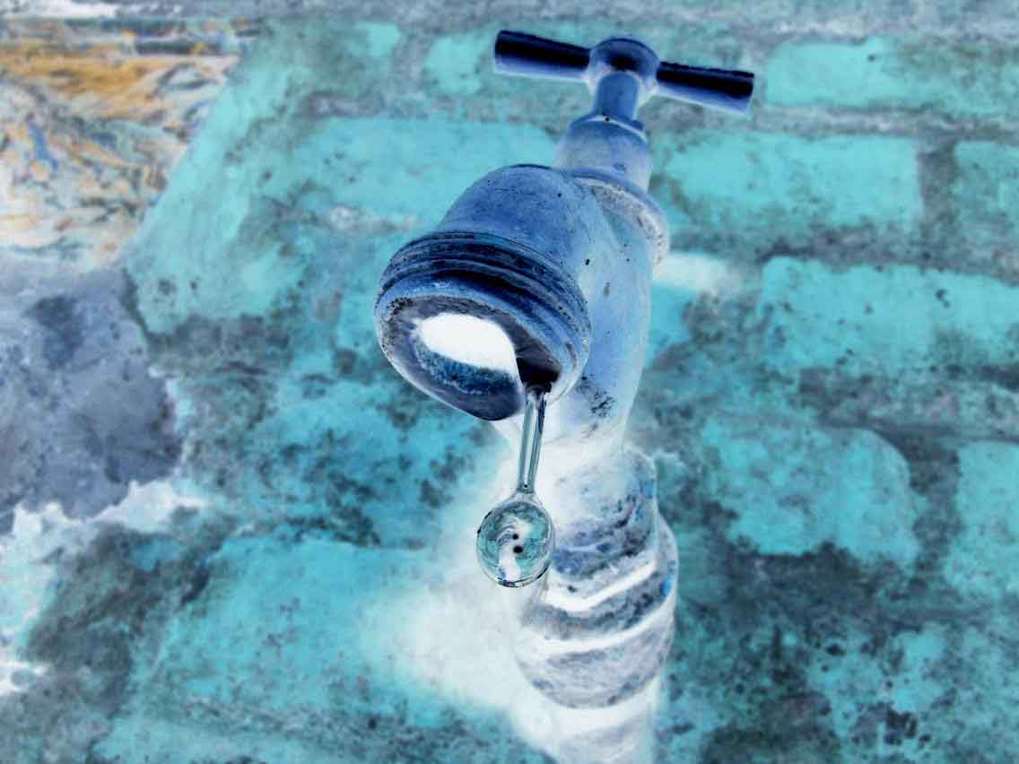 Grifo de agua goteando