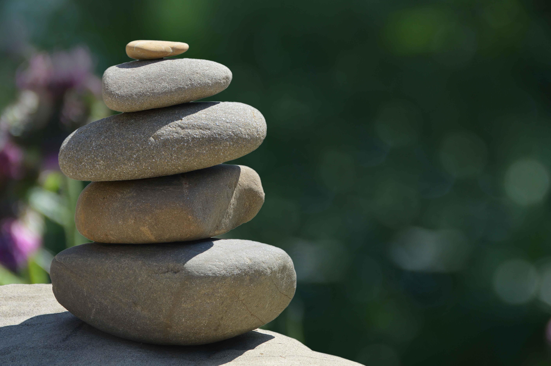 Piedras redondas en equilibrio