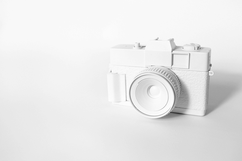 Ilustración de cámara de fotos en blanco