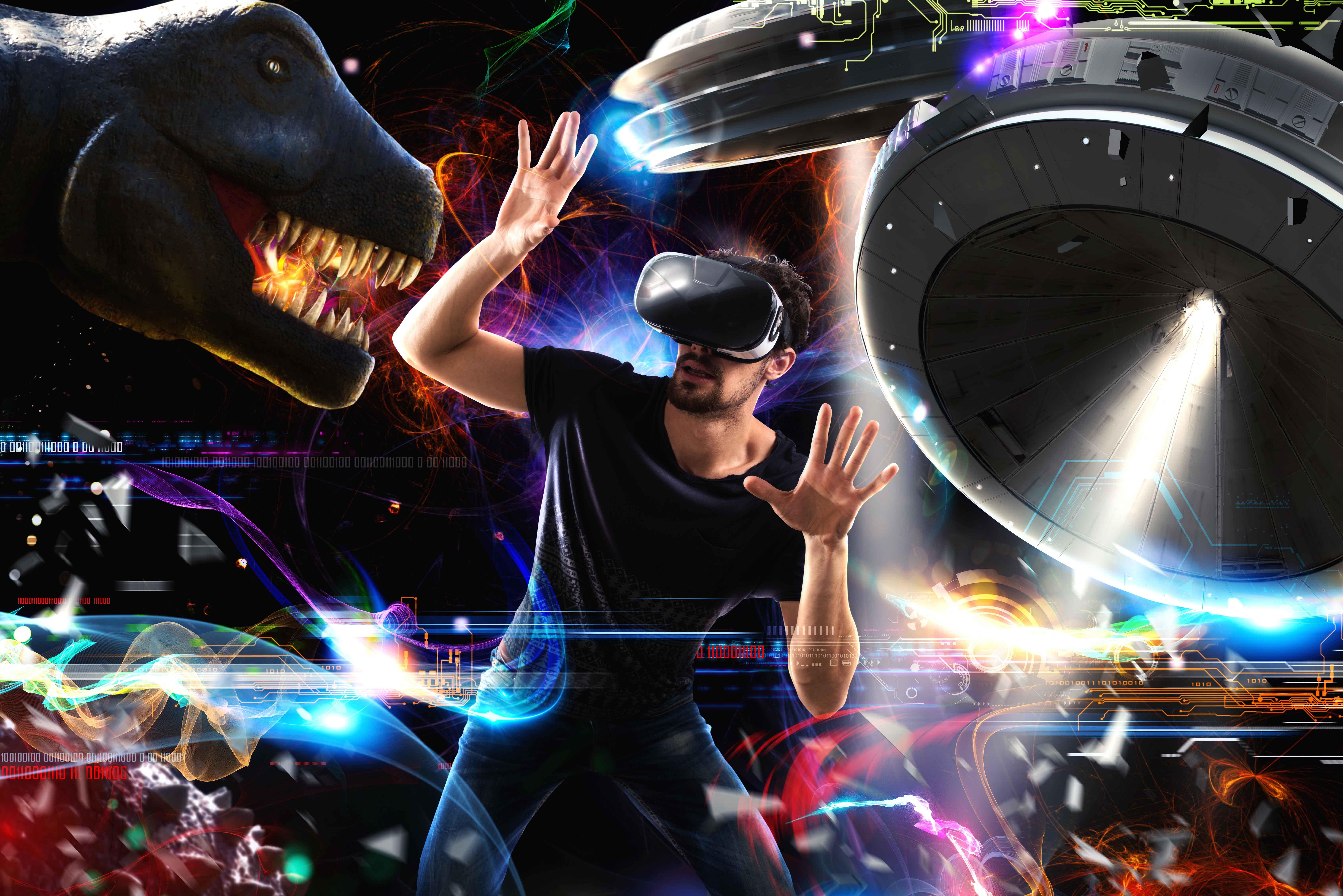 Chic con gafas de realidad virtual en universo ficticio