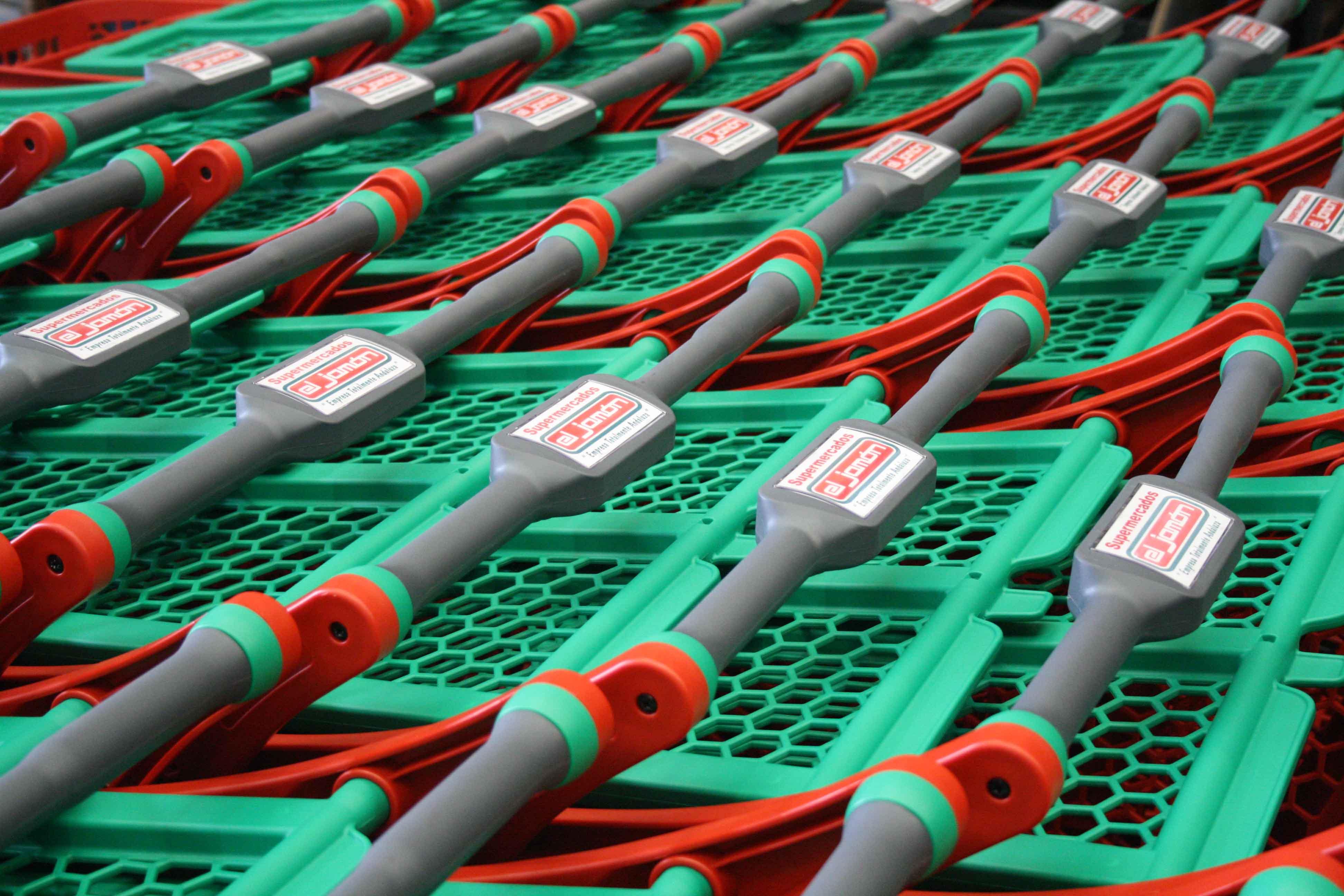 Carritos de supermercado apilados