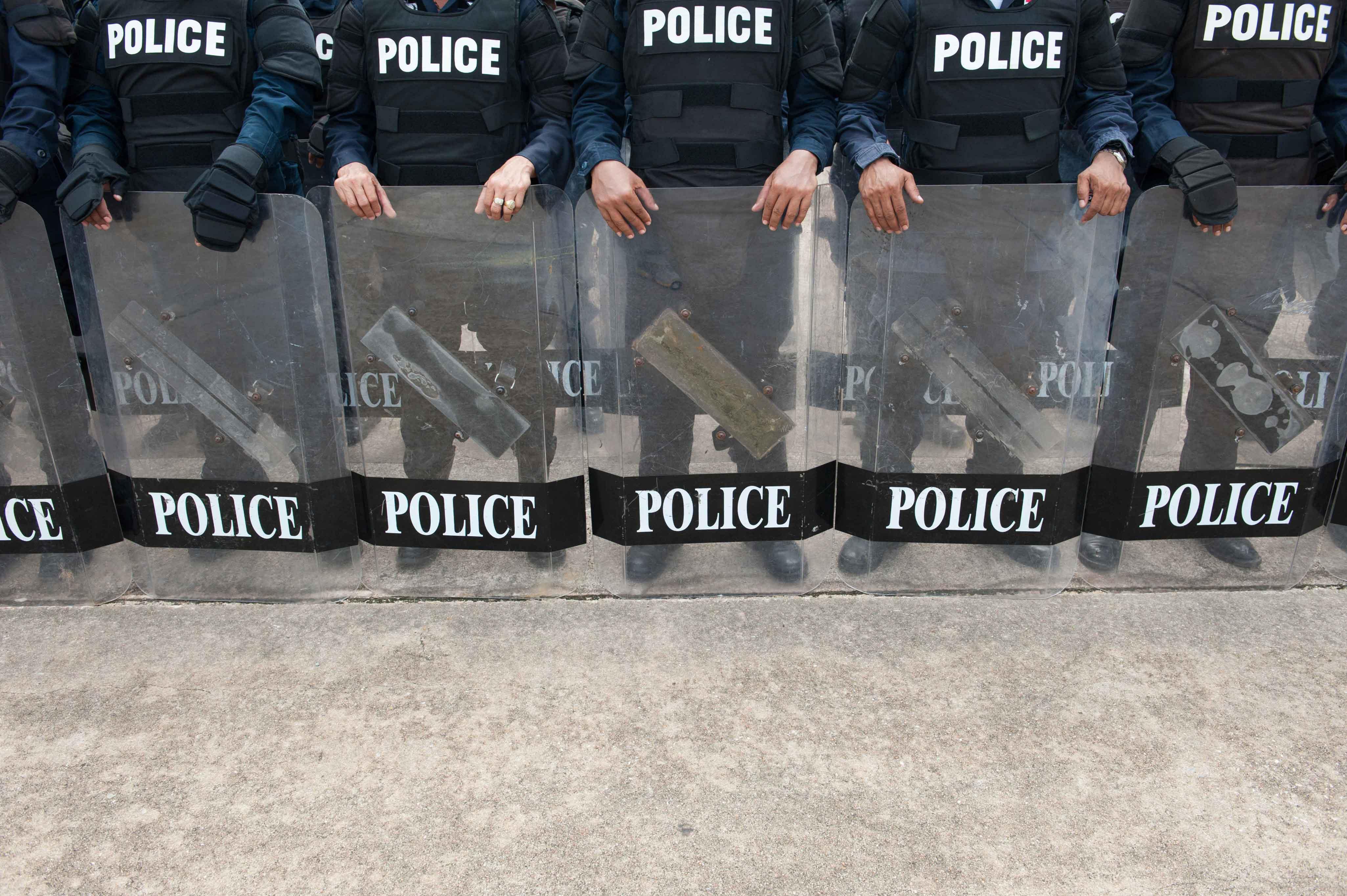 Antidisturbios preparados para actuar