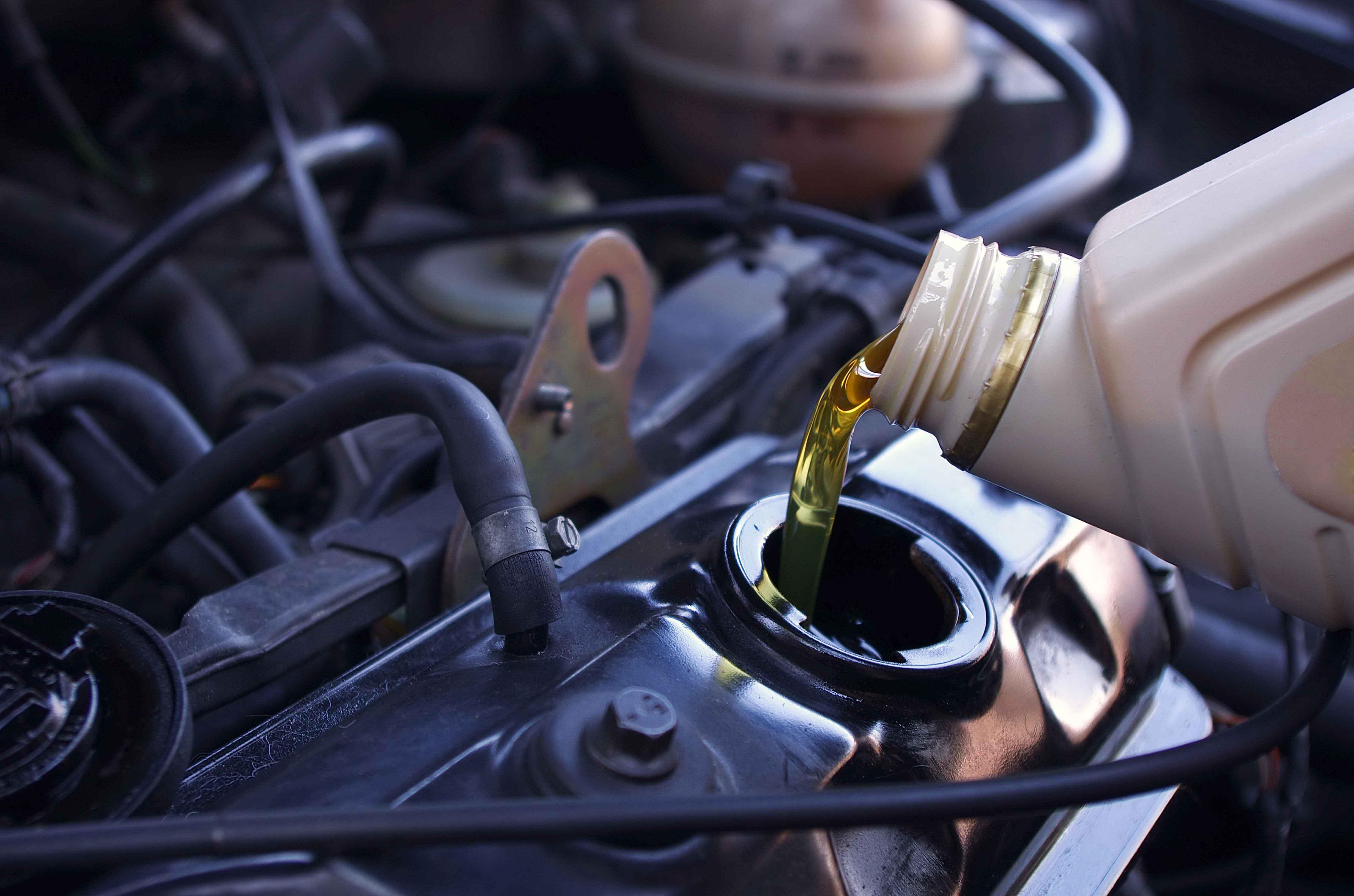 Depósito de aceite de un coche