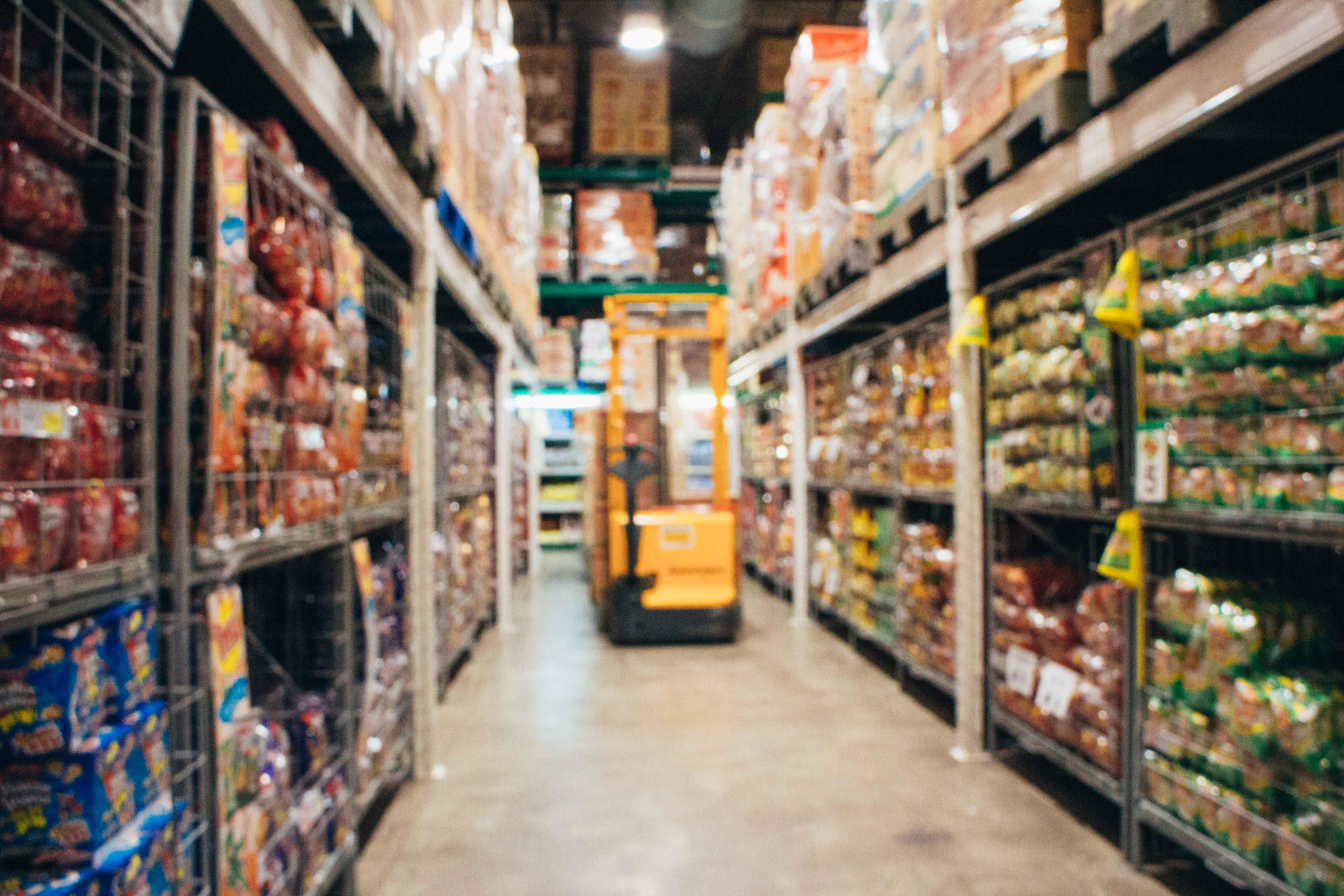 Imnagen de almacén de supermercado desenfocada