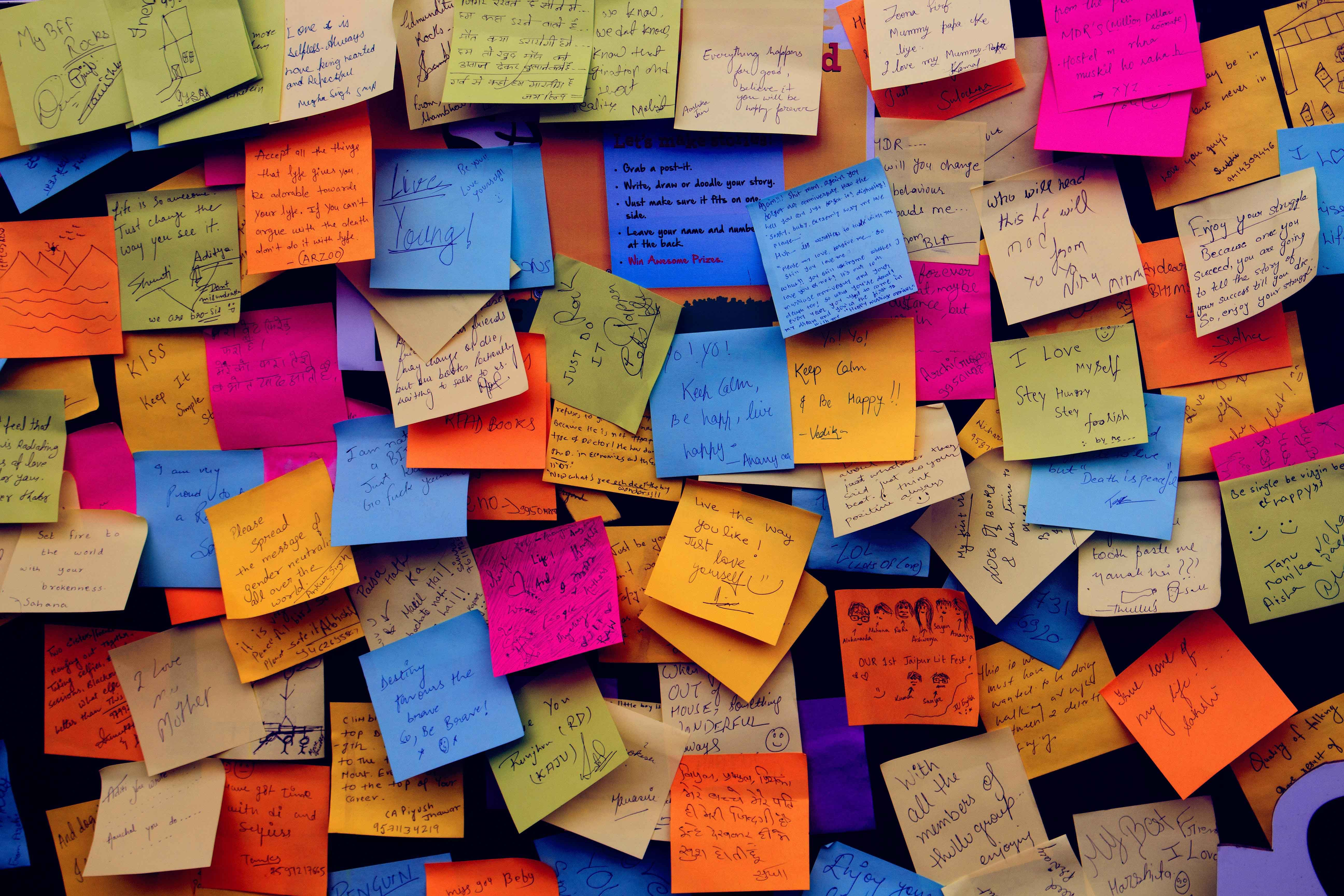 Post its en pared