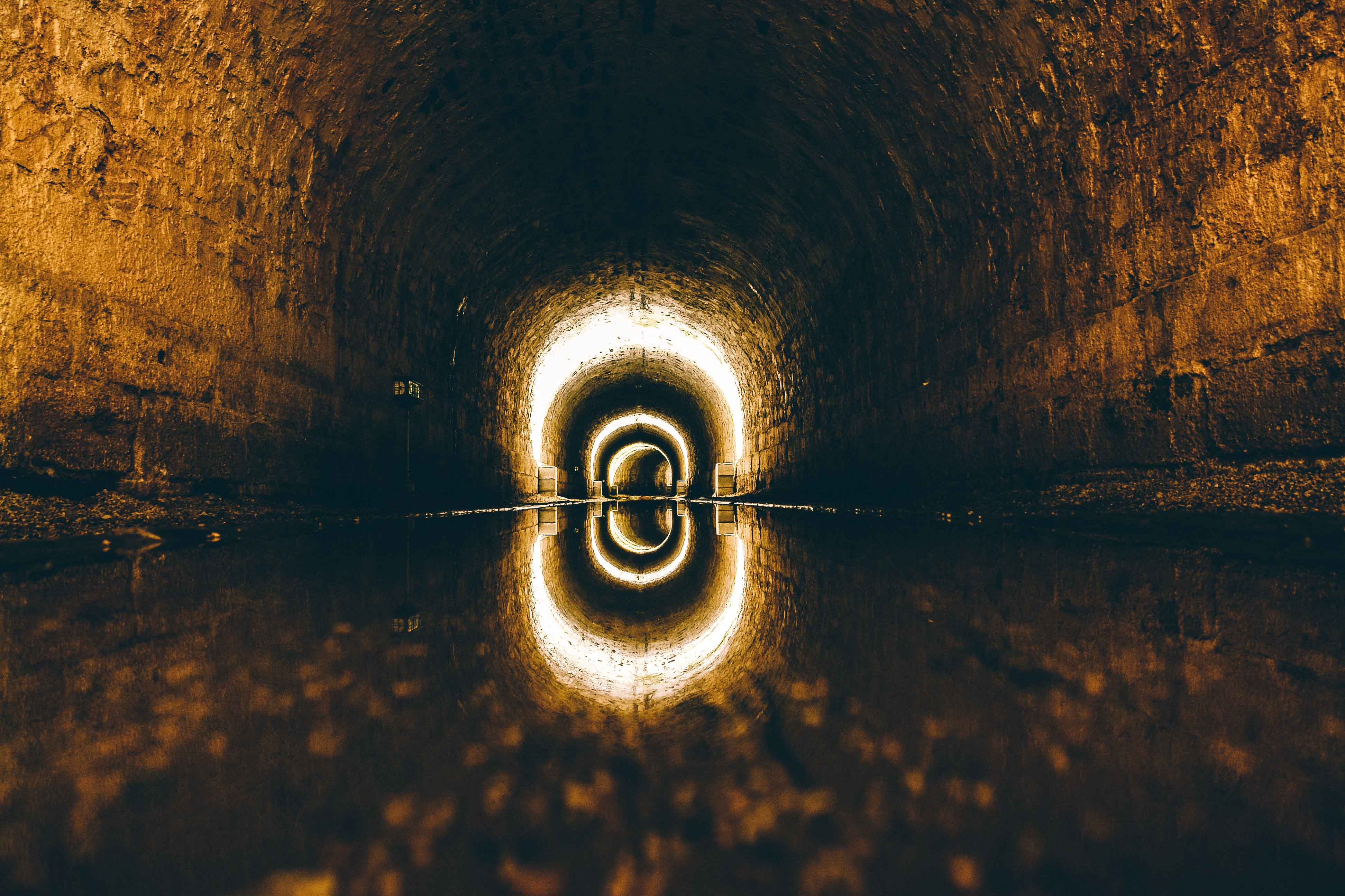 Imagen de túnel de alcantarillado