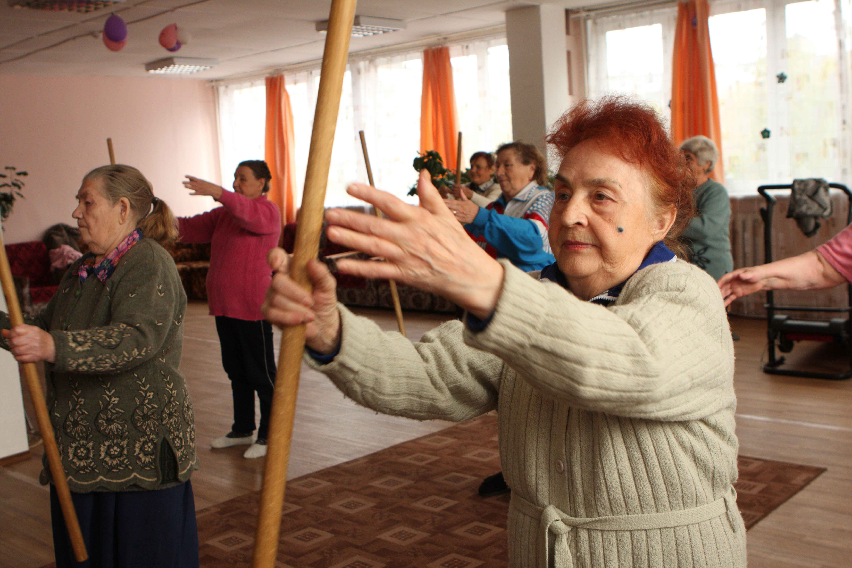 Ancianos practicando deporte
